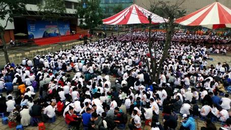 Gần 3.000 học sinh trường chuyên Hà Nội - Amsterdam tham dự Lễ phát động sáng 16/3.
