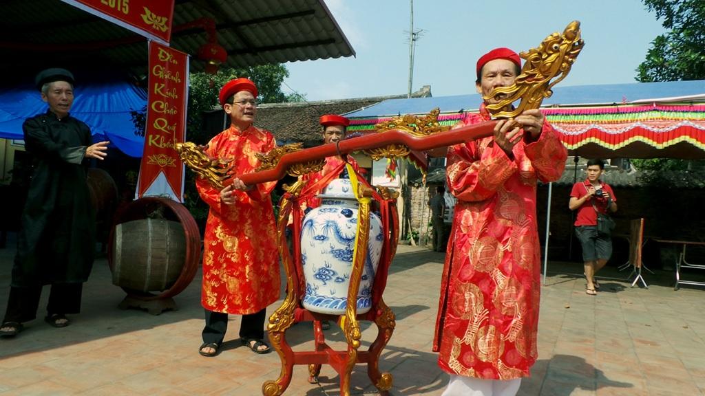 Một ngày trước khai hội, lễ Tiếp thủy được tiến hành.