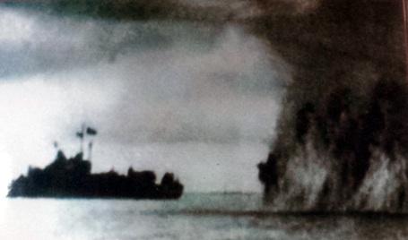 Tàu của Tiểu đoàn 1, Trung đoàn 171 phá nổ thủy lôi địch, chống phong tỏa, đảm bảo giao thông.