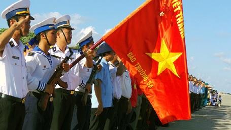 Lễ chào cờ trên đảo Trường Sa.