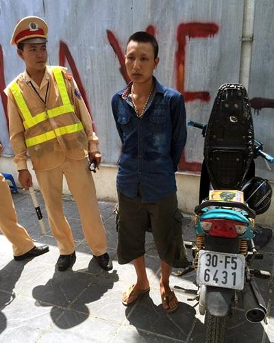Đối tượng Vinh bị tổ công tác Đội CSGT số 3 bắt giữ.