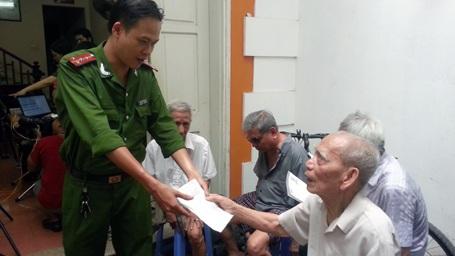 Con trai cụ Nguyễn Thị Liệu kê khai thông tin trong Giấy đề nghị cấp CMND cho cụ.