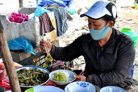 Quán cơm ngay giữa bãi rác Khánh Sơn, ở đây có tất cả 3 quán cơm và nước giải khát
