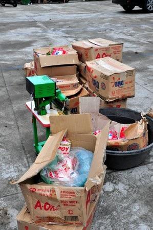 Các loại bột ngọt và bột giặt Omo đã cho vào bao chuẩn bị đưa ra thị trường