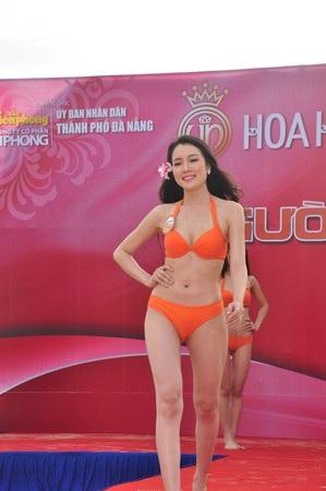 Diệp Hồng Đào trong phần thi Người đẹp biển