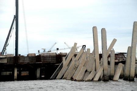 Hiện trường công trình xây dựng cầu cảng bị đổ