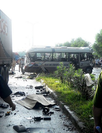 Quang cảnh tan hoang kinh hoàng của vụ tai nạn