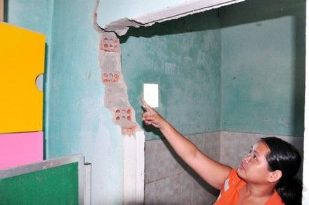 Quảng Nam: Trường học hư hỏng do động đất, thầy trò phấp phỏng
