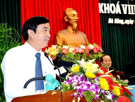 Giám đốc Sở GD-ĐT Lê Trung Chinh trả lời chất chất đại biểu