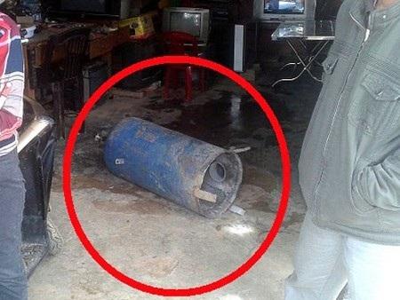 Bình hơi khí hydro bị nổ làm hư hại phần đáy. Ảnh: V.Q.