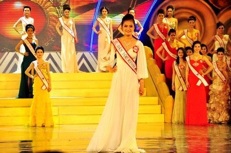 62 thí sinh lộng lẫy với trang phục dạ hội trong đêm chung kết