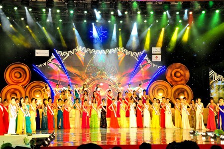 62 thí sinh Hoa hậu các Dân tộc Việt Nam 2013 trong đêm chung kết