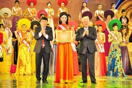 Thí sinh Phạm Thanh Tâm (dân tộc Kinh, Cần Thơ) đoạt giải Người đẹp du lịch