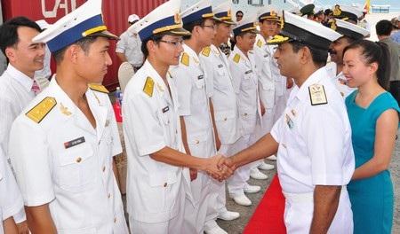 Thăm hỏi với hải quân nước ta