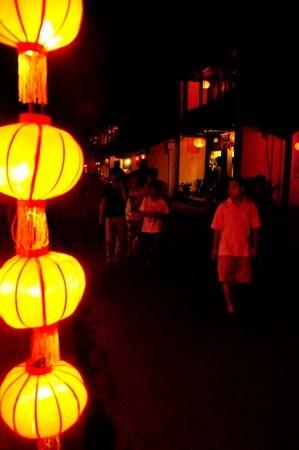 Đường phố Hội An không có đèn đường mà chỉ cóđèn lồng
