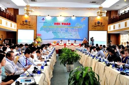 Các nhà nghiên cứu, khoa học tham dự hội thảo