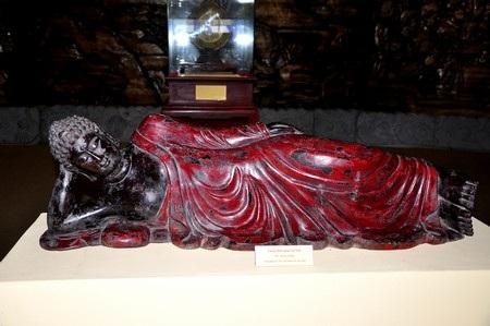 Tượng Phật nhập niết bàn bằng gỗ (thế kỷ 18)