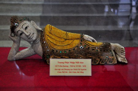 Tượng Phật nhập niết bàn bằng gỗ trầm hương (thế kỷ 18-19)