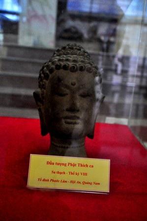 Đầu tượng Phật Thích ca bằng sa thạch (thế kỷ 18)