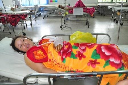 Bà Lê Thị Thủy đang điều trị tại Khoa Hồi sức sau mổ Bệnh viện Đa khoa Đà Nẵng