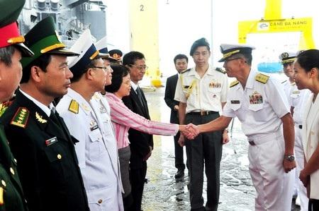 Lãnh đạo TP Đà Nẵng chào xã giao lãnh đạo tàu