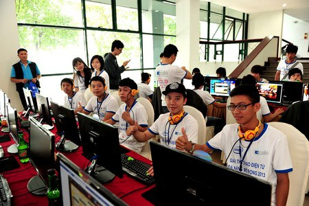 Đông đảo các bạn trẻ tham dự giải Liên Minh Huyền Thoại tại Đà Nẵng
