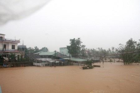 Nước lũ gây ngập tại thị trấn Ái Nghĩa (huyện Đại Lộc)