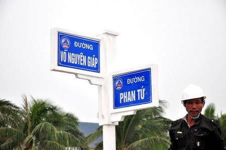 Bảng tên đường mang tên Đại tướng Võ Nguyên Giáp đặt ở vị trí giao với đường Phan Tứ.