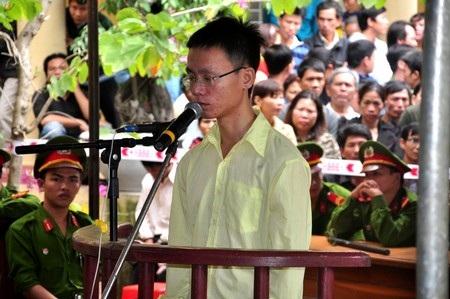 Bị cáo Phan Minh Tuấn tại phiên tòa xét xử sáng 11/1