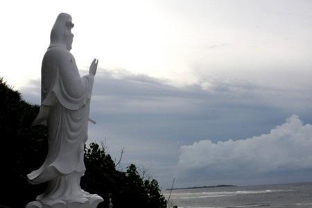 Một tượng phật khác ở Chùa Hang
