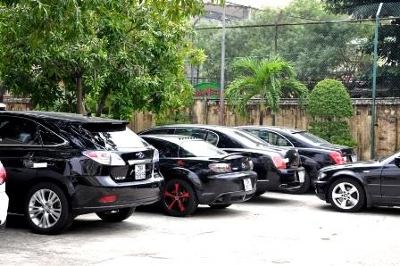 7 ô tô hạng sang đỗ ở sân Công an TP Đà Nẵng vào tháng 10/2013