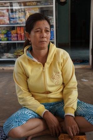 Bà Trịnh Thị Minh Nguyệt (mẹ của Trung) kể lại hoàn cảnh của gia đình