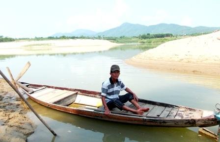 Chiếc ghe cha con ông Tý dùng để cứu học sinh đuối nước