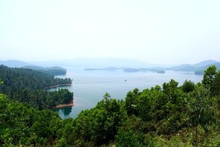Hồ Phú Ninh có rất nhiều đảo và bán đảo