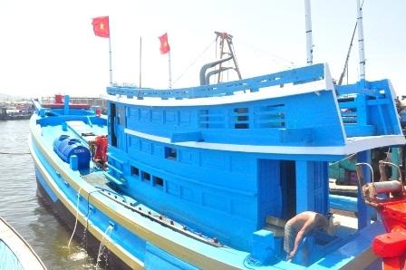 Tàu cá ĐNa 98001 có công suất máy 450CV của ông Lê Văn Xuân chuẩn bị hạ thủy