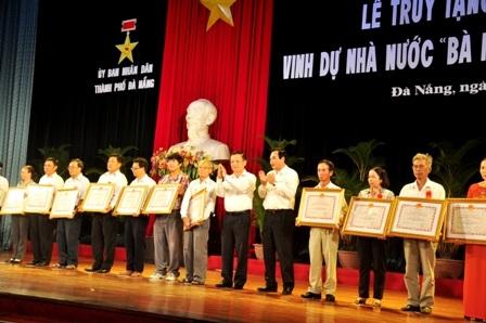 """Đón nhận danh hiệu vinh dự Nhà nước """"Mẹ Việt Nam anh hùng"""""""