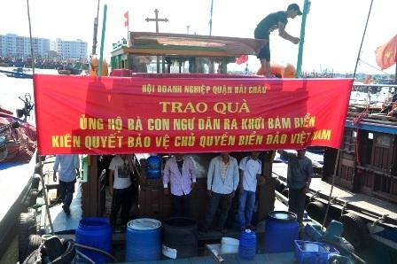 Các tàu cá công suất lớn của ngư dân Đà Nẵng chuẩn bị vươn khơi bám biển dài ngày