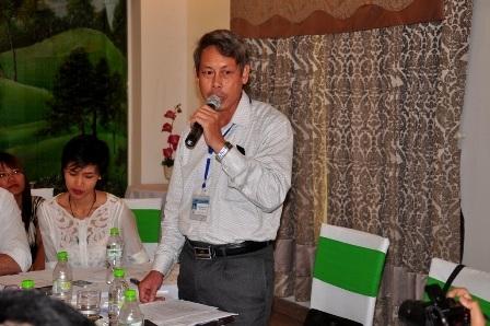 Ông David Seton (áo trắng) - Chủ tịch Tập đoàn Besra tại buổi họp báo