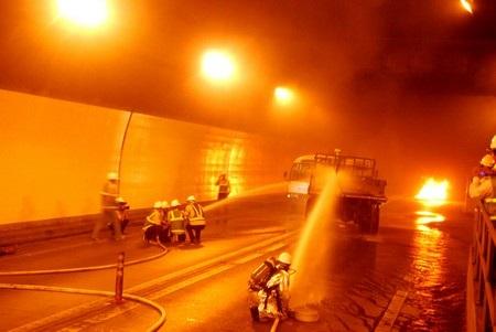 """""""Kiến tập"""" chữa cháy, cứu nạn tại hầm Hải Vân - 2"""