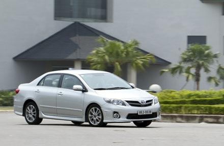 Xe Toyota Corolla Altis 2.0 RS tại Việt Nam có gì?