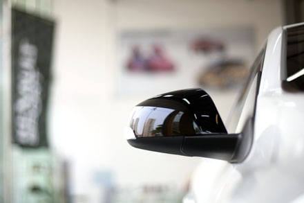 Gương chiếu hậu có tích hợp đèn báo rẽ và điều chỉnh bằng điện
