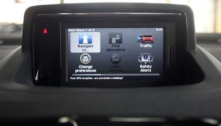 Màn hình màu hỗ trợ nhiều tính năng tiên tiến: hệ thống dẫn đường, cảnh báo an toàn...