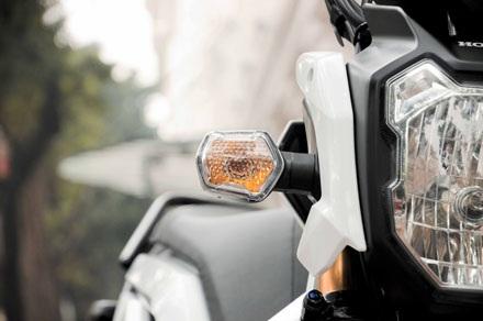 Đèn báo rẽ vuông vức, thống nhất vớithiết kế tổng thể xe