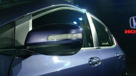 Gương chiếu hậu chỉnh điện và tích hợp đèn báo rẽ