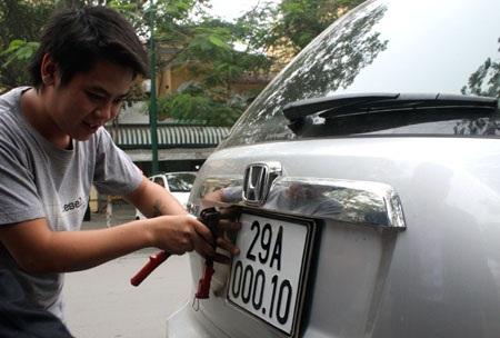 Mức thu lệ phí trước bạ cho xe ôtô mới tại Hà Nội là 12%