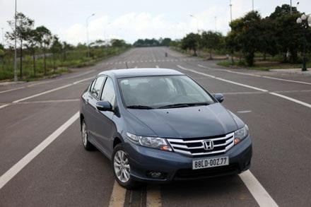 Cũng như đa số các mẫu xe hạng B tại Việt Nam, Honda City có hệ thống an toàn tiêu chuẩn với
