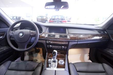 Cụm đèn pha vẫn giữ được dấu ấn mà BMW dày công xây dựng, với các ứng dụng đèn LED khá hấp dẫn