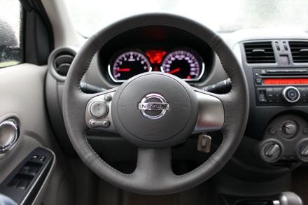 Bố trí tay lái của Nissan Sunny XV
