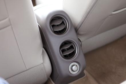 Không có nhiều dòng xe hạng B tại Việt Nam có trang bị khe gió hàng ghế sau như Nissan Sunny