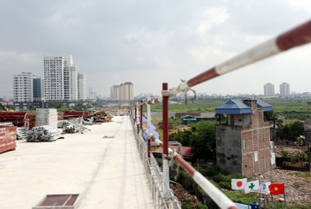 Đường dẫn từ cầu Nhật Tân xuống khu đô thị Ciputra